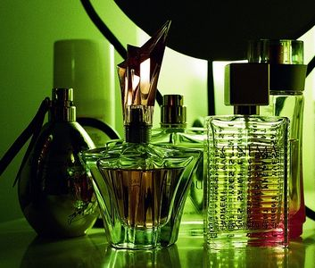 article-new_ehow_images_a05_7l_6j_steps-making-perfumes-800x800